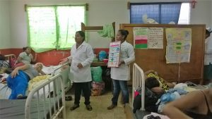 Students Natalia and Lidicy volunteer in the local maternity ward
