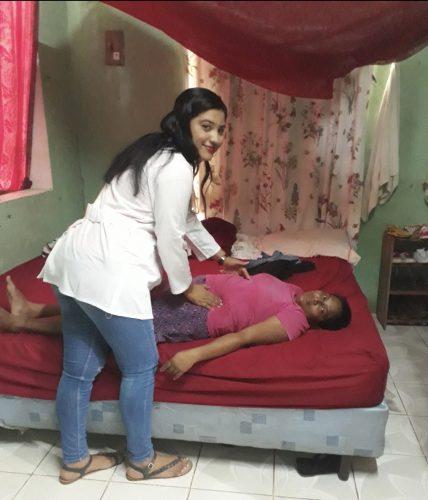 Adelante Mujer doctor at work